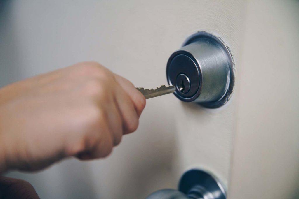 Départ en vacances: comment bien sécuriser sa maison?